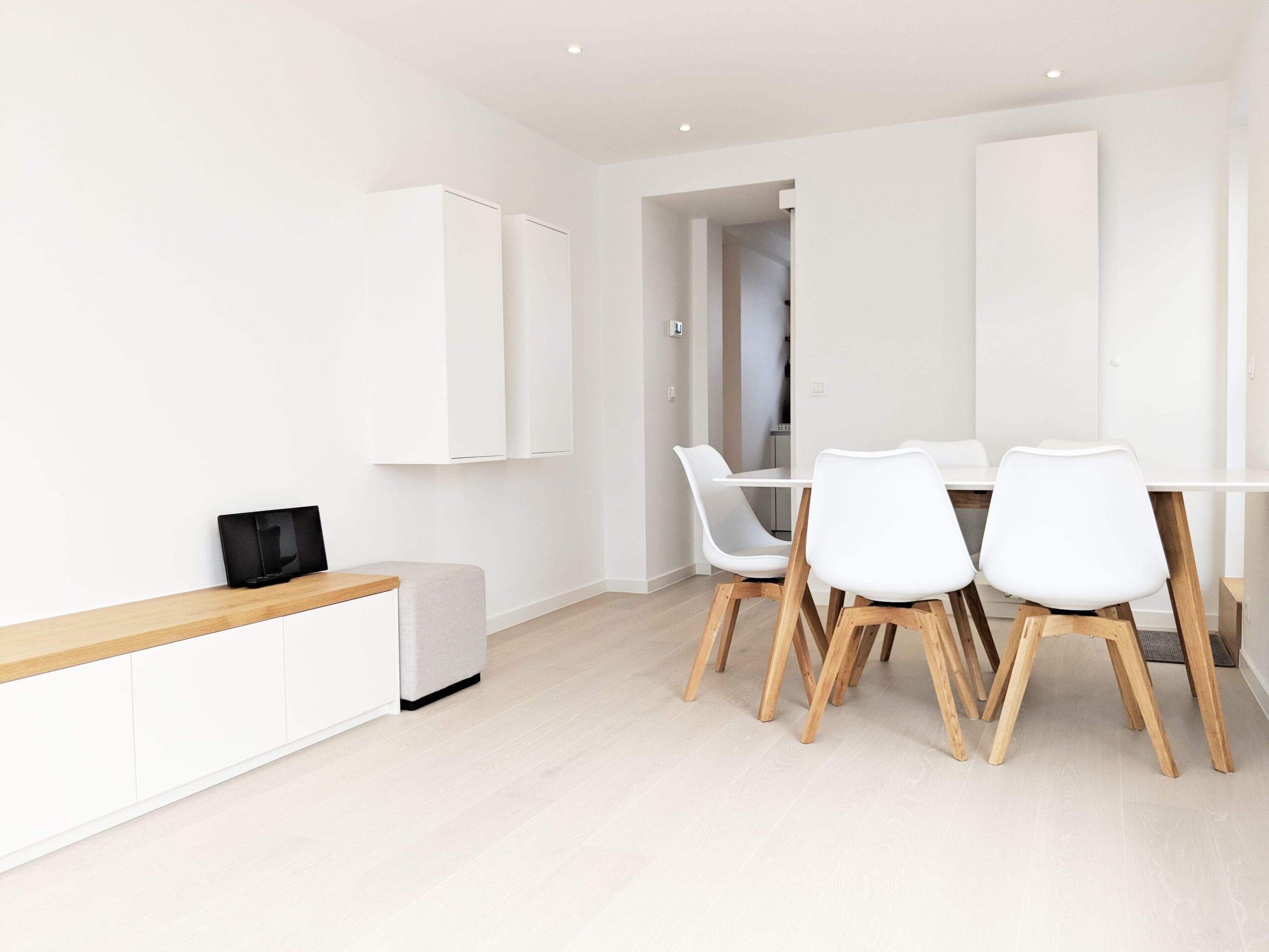 leefruimte zitkamer eettafel stoel maatkast